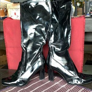 BLACK PATENT LEATHER KNEE HIGH BOOTS